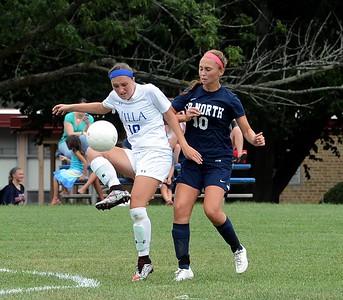 Eva Ruppersberg (10) controls the ball in front of Sydney Allen (10).