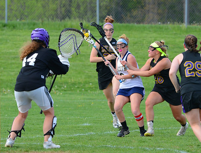 Sarah Womer (6) penetrates Upper Moreland defense.