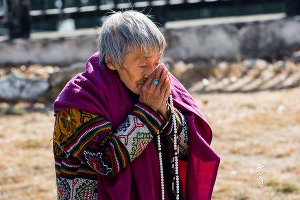 Prayer time at Thimphu Memorial Chorten
