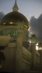 Sultan Omar Ali Saifuddien Mosque, completed in 1958. Bandar Seri Bagawan, Brunei.