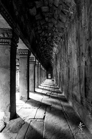 Siem Reap - Corridors of Angkor Wat