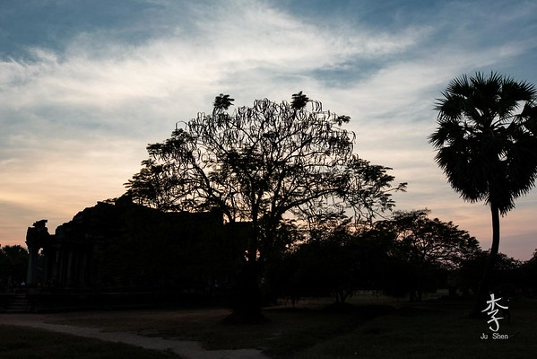 Siem Reap - Sunset at grounds of Angkor Wat
