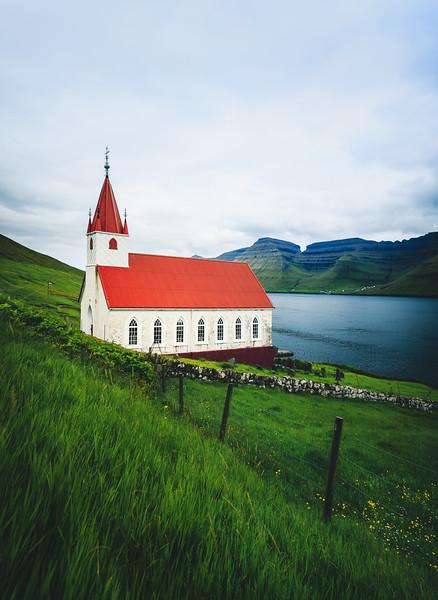 Húsar Church