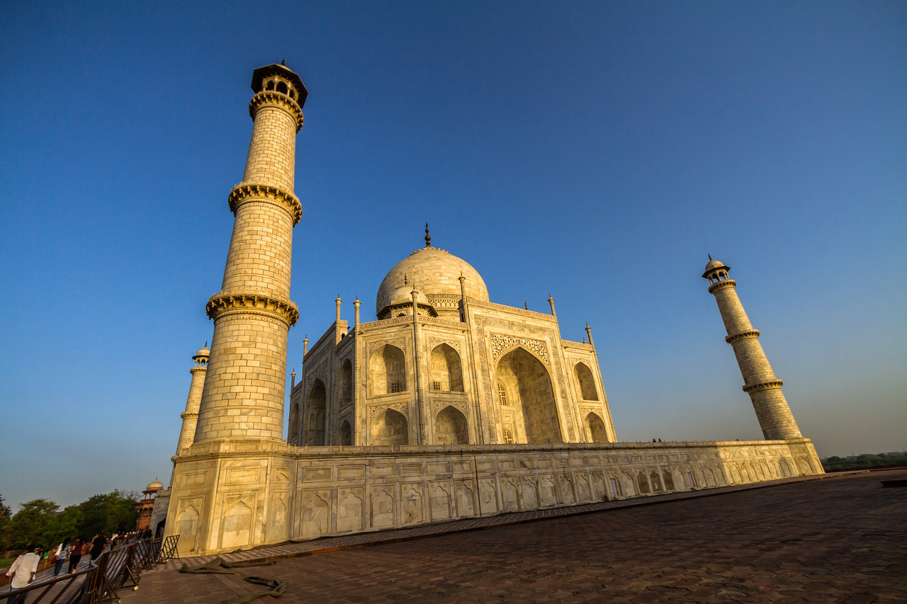 The Taj Mahal at sunrise in Agra, India