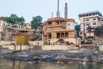 Contamination caused due to rubbish thrown near riverbank - India - Uttar Pradesh - Varanasi