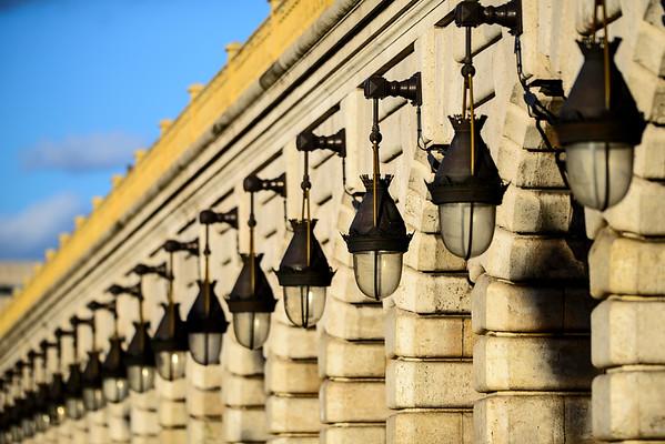 France, Paris (75), Quartier de Bercy, Détails du Pont de Bercy // France, Paris, Sucessive lampes at Bercy bridge
