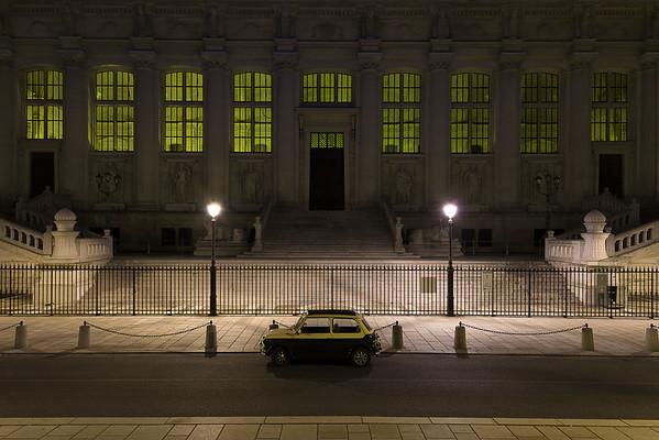 France, Paris (75), Cour de Cassation, Voiture Austin Mini garée devant la Cour de Cassation // France, Paris, Court of appeal, An Austin Cooper parked in fron of the Court of appeal