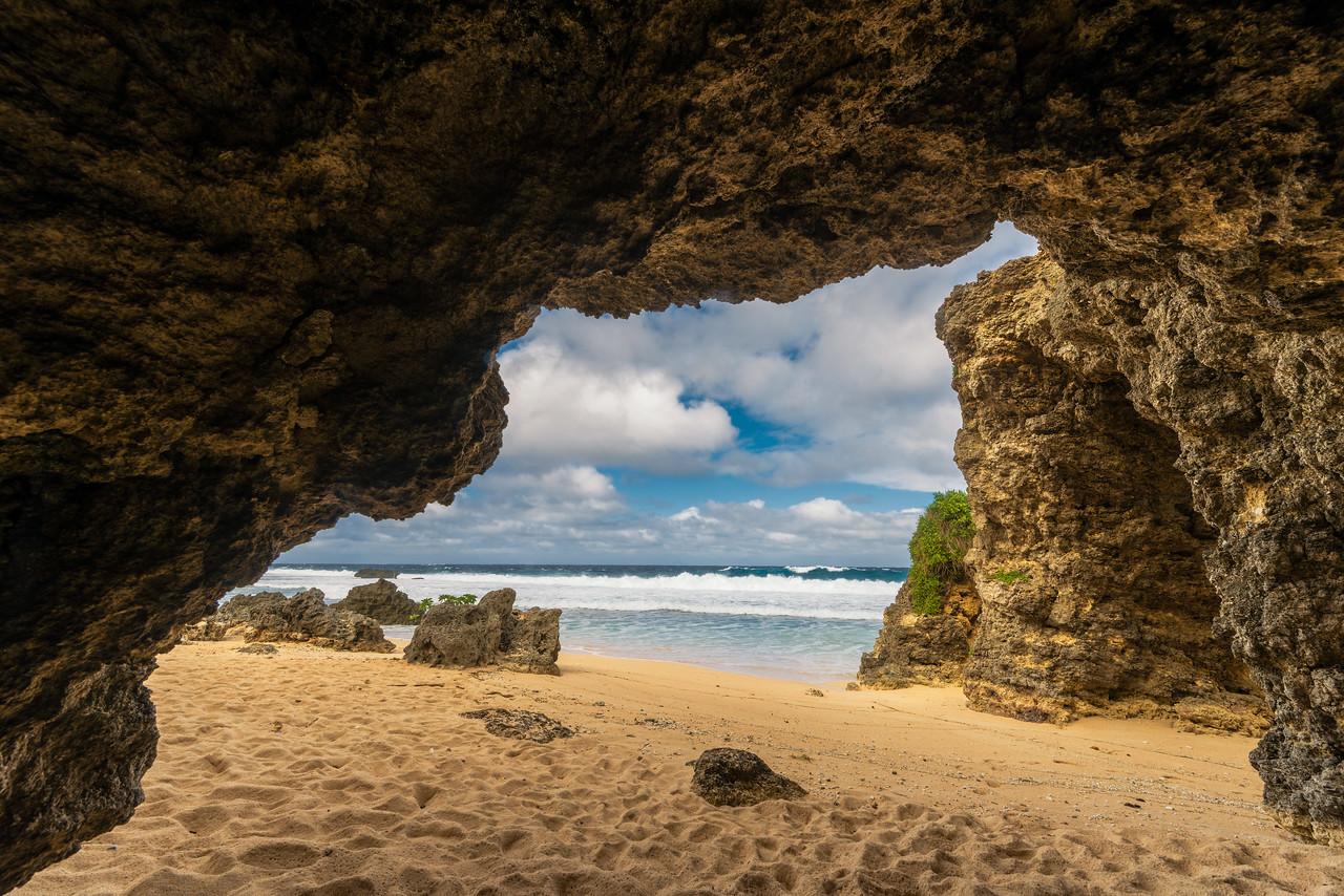Sabtang 10: Cave near the Arch