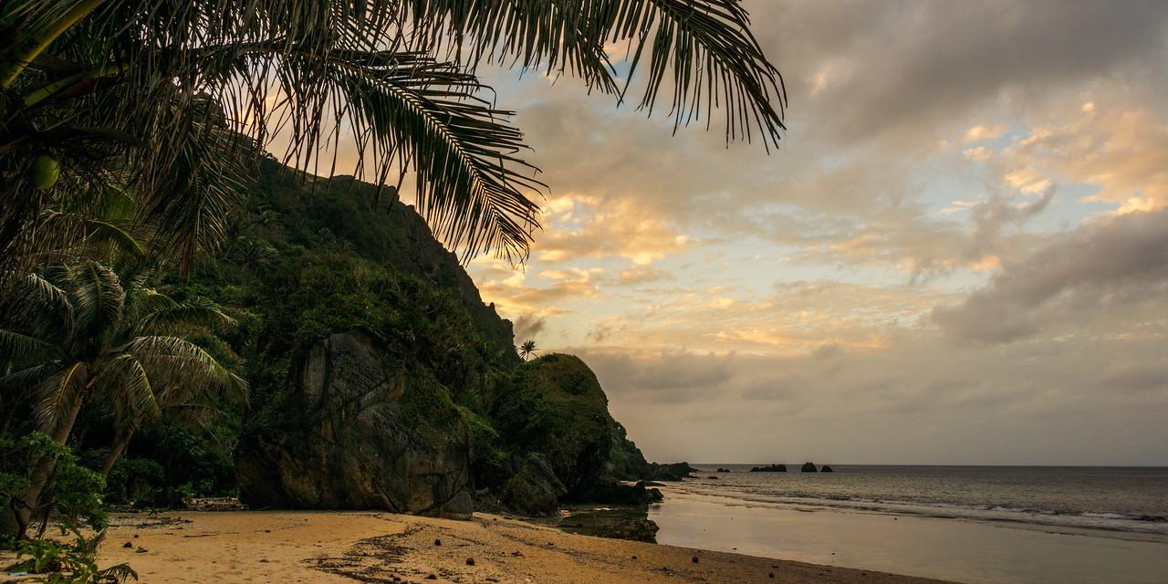 Batan 21: Empty beach