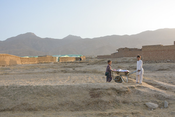 Children displaced inside their own country of Afghanistan on the outskirts of Kabul.<br /> <br /> Photo: Enayatullah Azad/NRC
