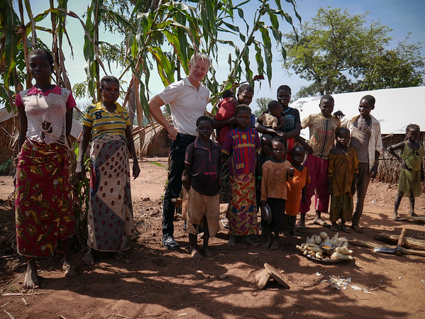 Jan Egeland taking a moment for a picture with displaced children and women at the Lazare camp in Kaga Bandoro. Nearly 7700 displaced persons live on the site. Credit: Hajer Naili/ NRC