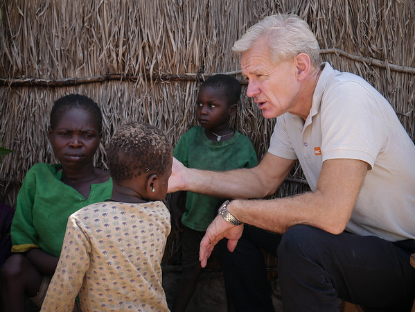 Jan Egeland is meeting with Philomene, a displaced mother who is also disabled. (See Gallery Displaced and Disabled). Nearly 7700 displaced persons live on the site. Credit: Hajer Naili/ NRC