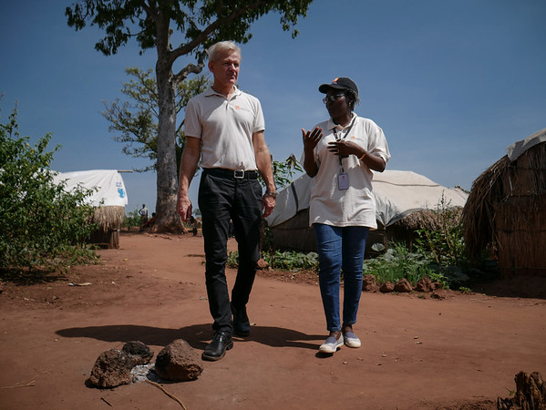 Jan Egeland at the Lazare camp for displaced persons is being briefed by the area manager of NRC in Kaga Bandoro: Nearly 7700 displaced persons live on the site. Credit: Hajer Naili/ NRC