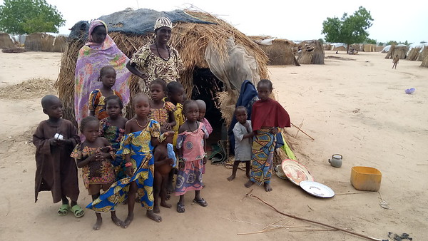 A displaced family in the spontaneous IDP site of Igawa, in the Far-North region of Cameroon.