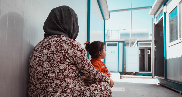 Heveen and her daughter from Ras Al Ain waiting in a reception centre before going to Bradarash camp