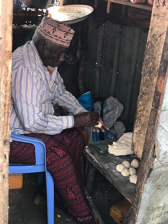 Samosas are a staple food in Somalia. Aden especially enjoys making them and finds it calming. Photo: Abdirisak Ahmed/NRC