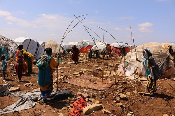 2 Somali women setup a makeshift shelter in a temporary settlement near Baidoa in the Bay region of Somalia. Many families fled here due to conflict, insecurity, drought, the food crisis, and other reasons. 80% of these displaced people have no proper shelter at a critical time when the Deyr rainy season is just starting. Date: October, 2018 Photo: NRC