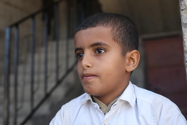 Taiz: A makeshift school near the frontlines
