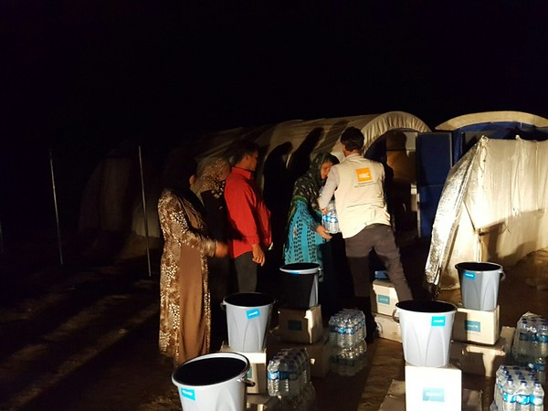 NRC is working day and night every day of the week to assist newly displaced IDPs from Heet in Anbar governorate. Some IDPs arrive late at night or at dawn and NRC registers them and provides them with Rapid Response Mechanism emergency aid kits<br /> Photo: Dureed Saadi/NRC