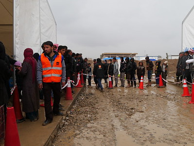 Men who have recently fled Mosul queue for food and water that is distributed by the Norwegian Refugee Council.  Date:16 March 2017 Photo: Sarhang Sherwany/NRC