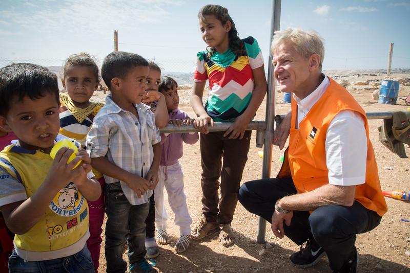 Secretary General Jan Egeland visits a kindergarden in the Abu Nuwar Bedouin community close to Maale Adumim settlement. The community is threatened with displacement and there is a demolition order on the kindergarden Photo: Tiril Skarstein, NRC