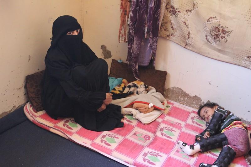 Roua'a and Abdo Khaid's family