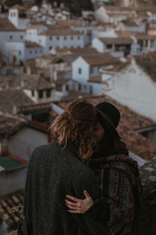 WINTER COUPLE PHOTOGRAPHY IN GRANADA <br> Daniela & Theo