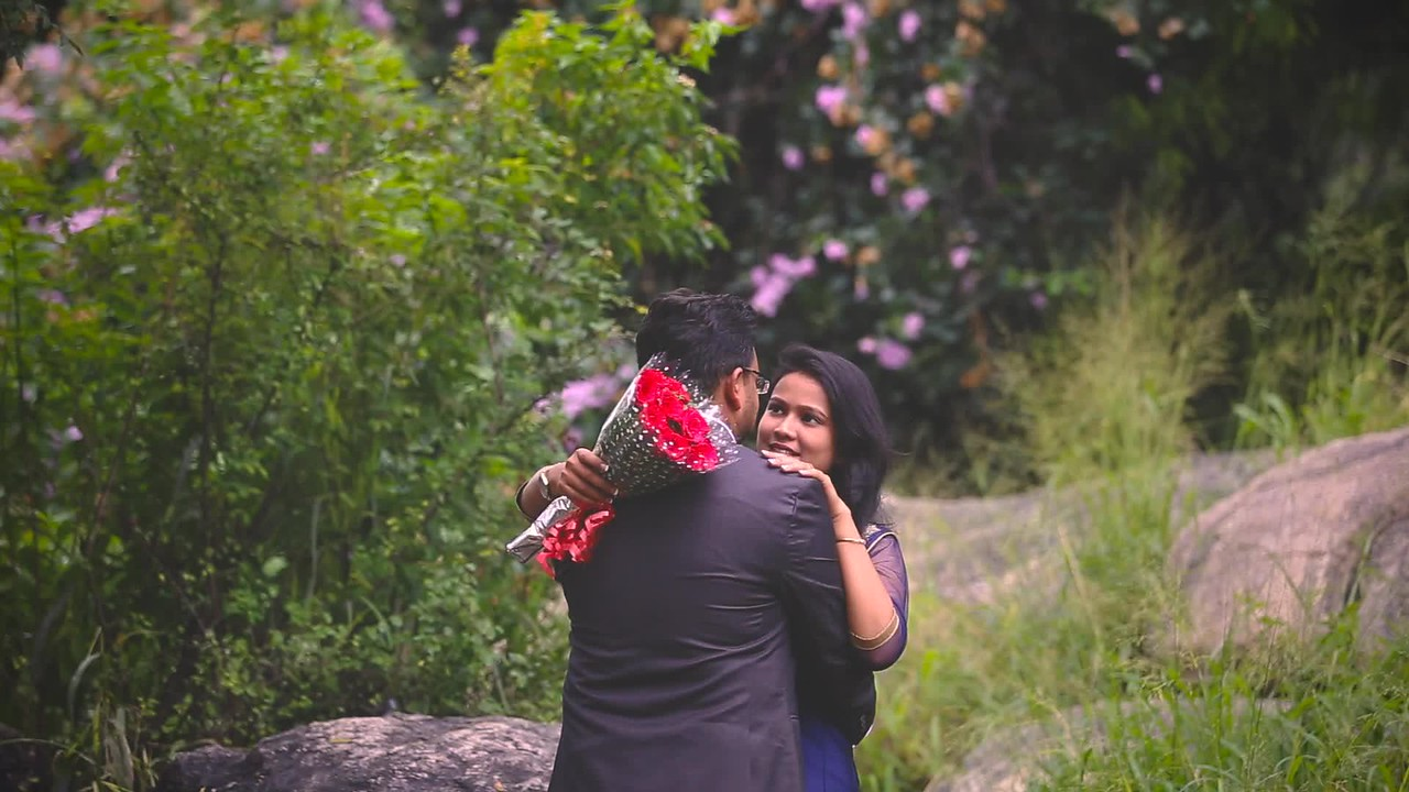 Creative pre-wedding live photos for your engagement sessions