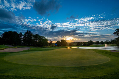 1st Green at Oak Glen Golf Club | Stillwater, MN