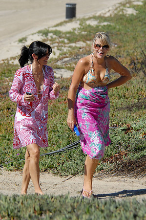 "Actress Courtney Cox and Busy Philipps during the set of the TV serie "" Cougar Town "" on the beach in Los Angeles,California."