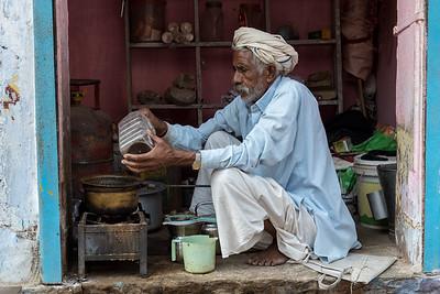 Chai wallah in Shahpura, Rajasthan, India.