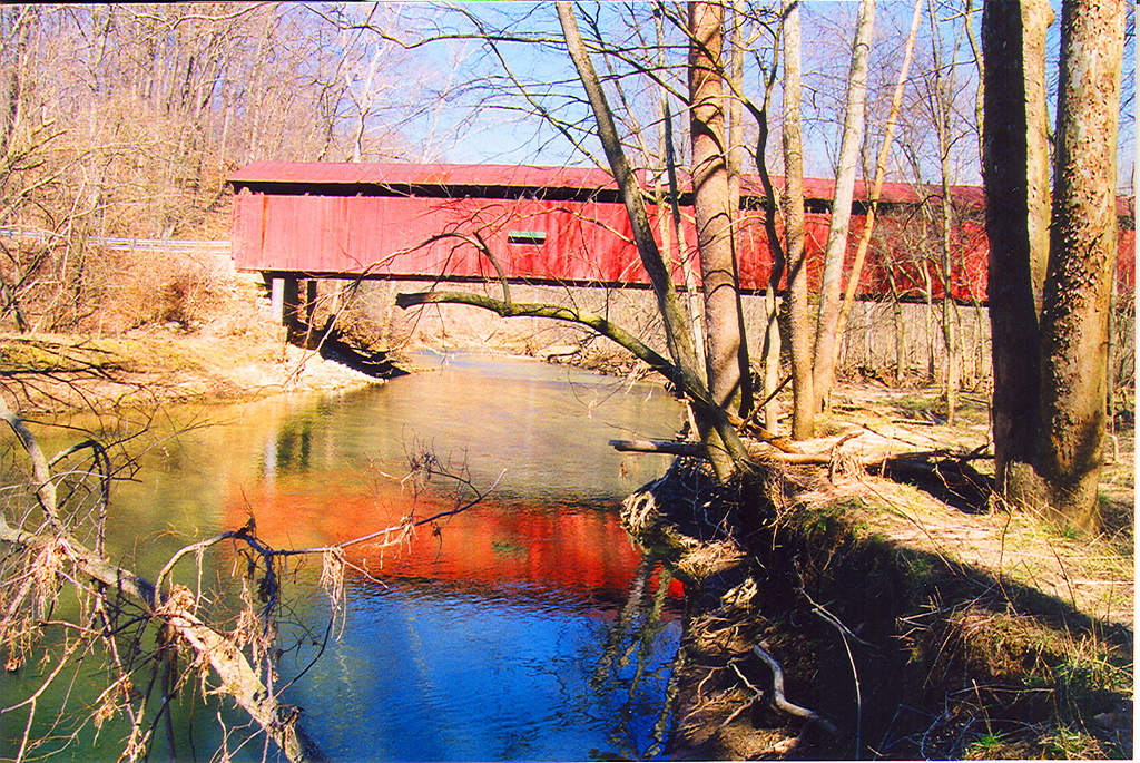 Pine Bluff Covered Bridge, Putnam County, Indiana.  Photographed March 1999.