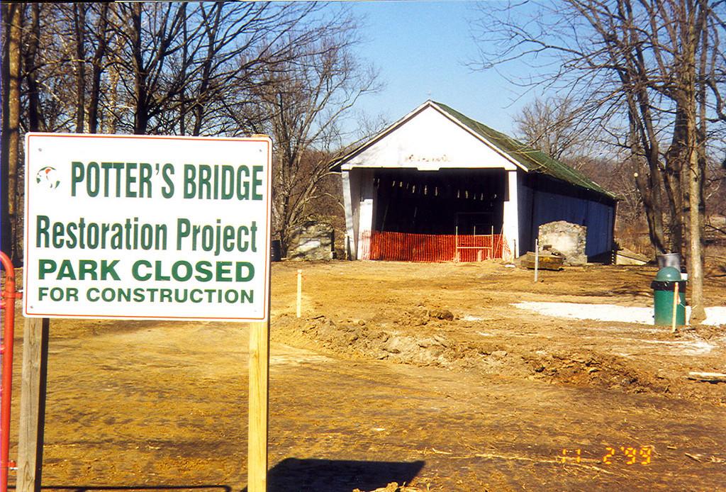 Potter's Covered Bridge, Hamilton County, Indiana.  Photo from 1998.