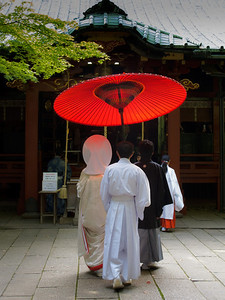 A wedding ceremony at the Hikawa jinja in Akasaka