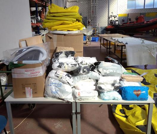 Greenpeace entrega el material en varios pueblos de la Sierra Norte