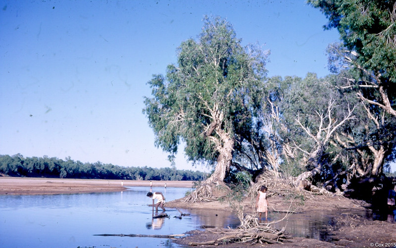 1968 Girls at Fitzroy River
