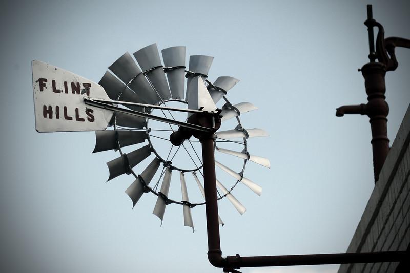 0528 Flint Hills windmill in Benton.