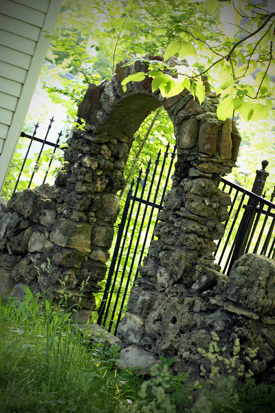 0517 Stone gate I saw in Benton while walking.