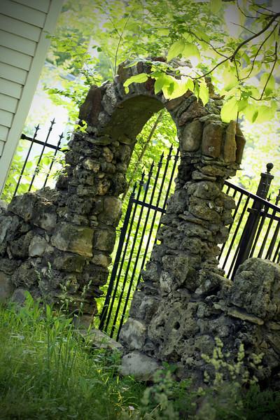 0517 Stone gate I saw in Benton while walking.