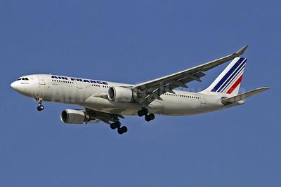 Air France Airbus A330-203 F-GZCP (msn 660) DXB (Paul Denton). Image: 903038.