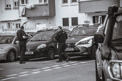 """Major armed police operation in search of """"gun"""" man - Editorial and personal use only"""