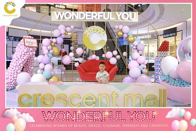 Crescent-Mall-Vietnam-Women-Day-March-8-photobooth-instant-print-chup-hinh-in-anh-lay-ngay-su-kien-Tiec-cuoi-WefieBox-photobooth-Vietnam-Day3-019