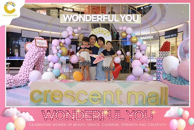 Crescent-Mall-Vietnam-Women-Day-March-8-photobooth-instant-print-chup-hinh-in-anh-lay-ngay-su-kien-Tiec-cuoi-WefieBox-photobooth-Vietnam-Day3-001