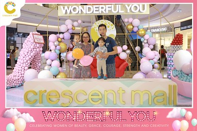 Crescent-Mall-Vietnam-Women-Day-March-8-photobooth-instant-print-chup-hinh-in-anh-lay-ngay-su-kien-Tiec-cuoi-WefieBox-photobooth-Vietnam-Day2-010