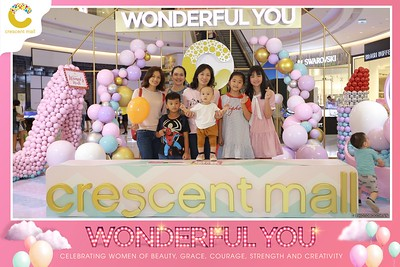 Crescent-Mall-Vietnam-Women-Day-March-8-photobooth-instant-print-chup-hinh-in-anh-lay-ngay-su-kien-Tiec-cuoi-WefieBox-photobooth-Vietnam-Day2-017