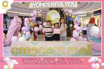 Crescent-Mall-Vietnam-Women-Day-March-8-photobooth-instant-print-chup-hinh-in-anh-lay-ngay-su-kien-Tiec-cuoi-WefieBox-photobooth-Vietnam-Day2-003