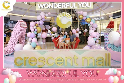 Crescent-Mall-Vietnam-Women-Day-March-8-photobooth-instant-print-chup-hinh-in-anh-lay-ngay-su-kien-Tiec-cuoi-WefieBox-photobooth-Vietnam-Day2-012