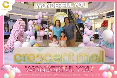 Crescent-Mall-Vietnam-Women-Day-March-8-photobooth-instant-print-chup-hinh-in-anh-lay-ngay-su-kien-Tiec-cuoi-WefieBox-photobooth-Vietnam-Day2-011