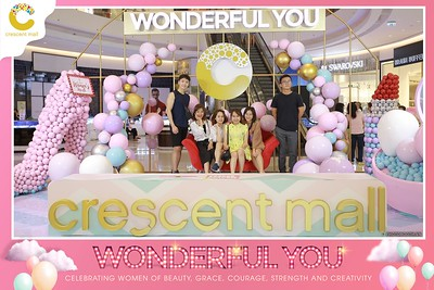Crescent-Mall-Vietnam-Women-Day-March-8-photobooth-instant-print-chup-hinh-in-anh-lay-ngay-su-kien-Tiec-cuoi-WefieBox-photobooth-Vietnam-Day2-022