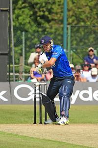 13C09031_L Wright batting